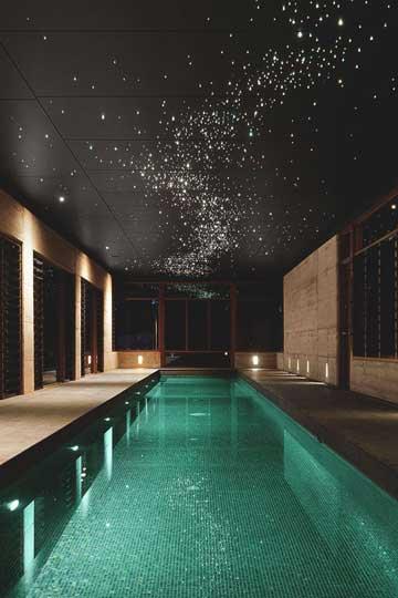 طراحی نورپردازی سقف استخر